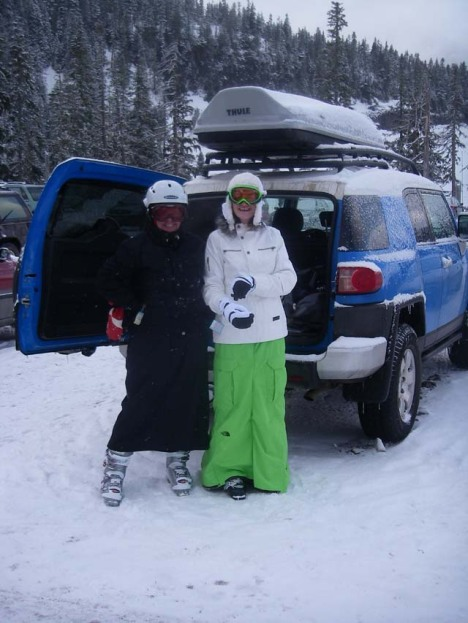 "Girl Skied in a Northface ""Dress"" (Feb 9, 2009)"